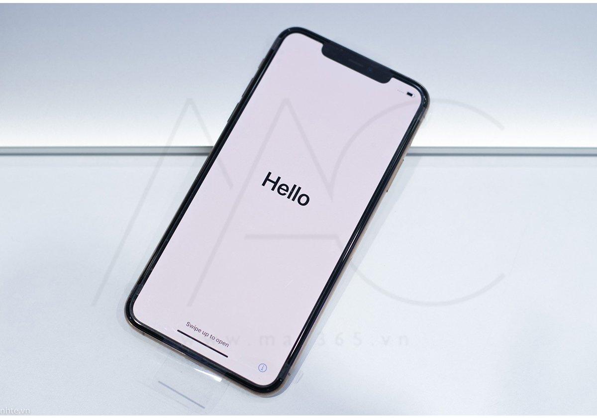 Mặt trước iPhone 11 với thiết kế tai thỏ quen thuộc - một khó chịu nho nhỏ với 1 số người